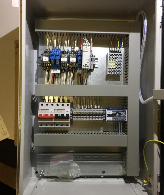 Шкаф управления приточной вентиляцией с водяным нагревателем и фреоновым охладителем